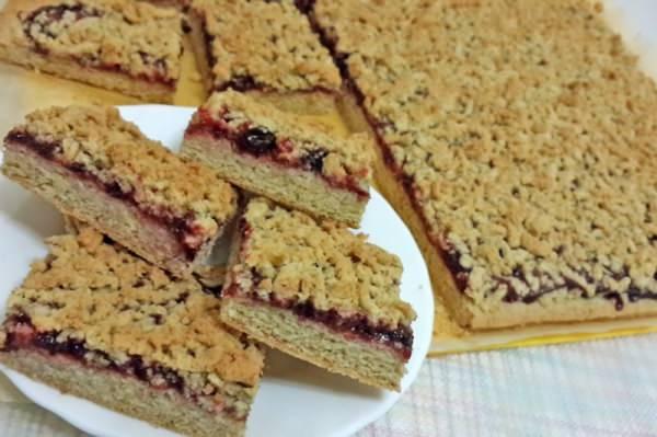 Выпечка печенья с вареньем - торт из печенья в виде 20