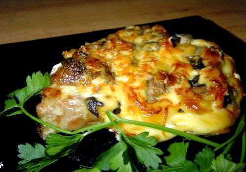стейк из свинины в духовке с помидорами и сыром рецепт с фото