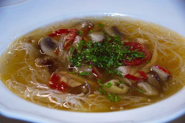 Суп-пюре из печени свиная отбивная с грибами грибы тушеные в сливках мясо и картошка говяжий язык в духовке.